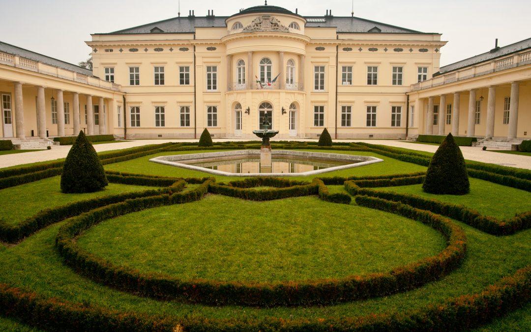 Koncert a Károlyi-kastélyparkban
